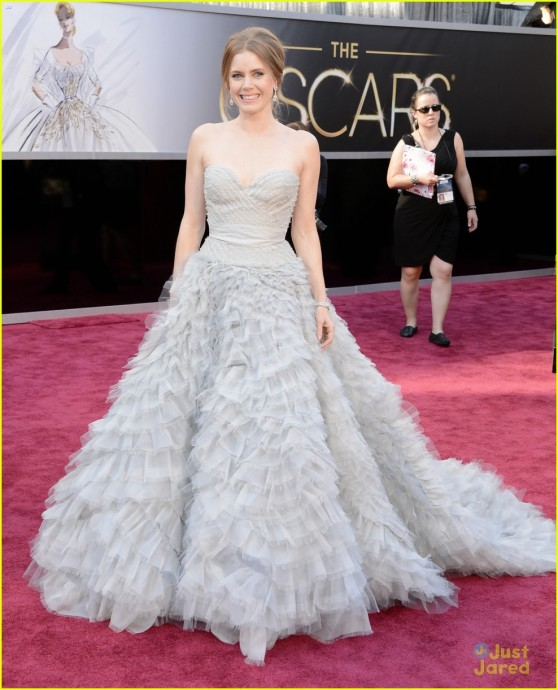 amy-adams-darren-le-gallo-oscars-2013-red-carpet-01